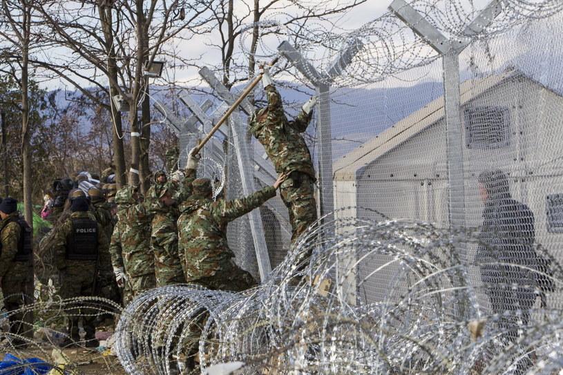 Ogrodzenie na granicy grecko-macedońskiej /SOTIRIS BARBAROUSIS /PAP/EPA