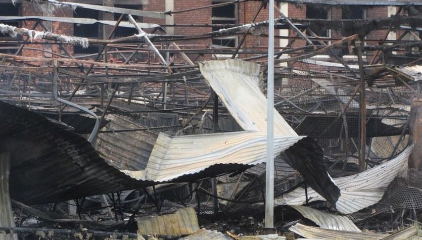 Ogrom zniszczeń po pożarze targowiska w Osinowie Dolnym
