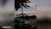 Ogromne fale nękają północne wybrzeże Portoryko. Ewakuowano setki mieszkańców