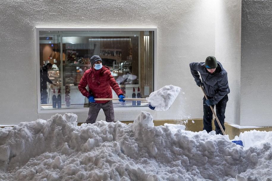 Ogromne opady śniegu w St. Moritz /JEAN-CHRISTOPHE BOTT /PAP/EPA