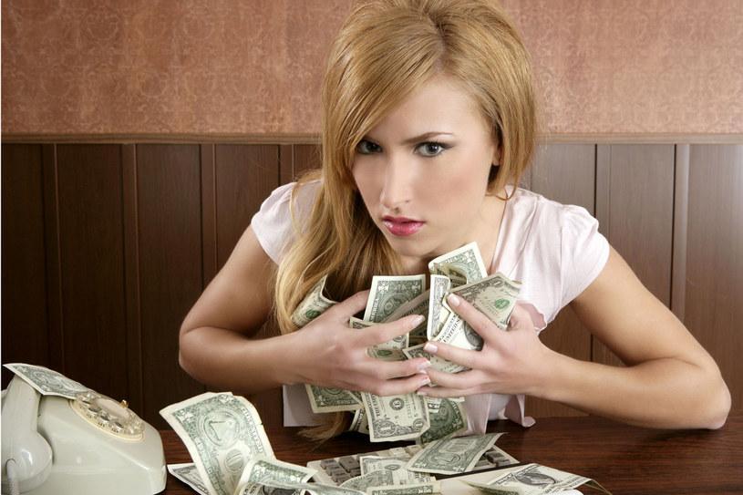 Ogromnie niezdrowo jest nie umieć zarządzać swoimi pieniędzmi /123RF/PICSEL