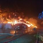 Ogromny pożar składu opon w Raciniewie