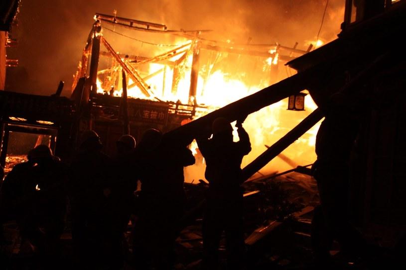 Ogromny pożar strawił w nocy starą dzielnicę w miejscowości Dukezong /AFP