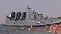 Ogromny rosyjski poduszkowiec na bałtyckiej plaży