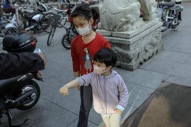 OIL: Zasłanianie twarzy dzieciom do 2 roku życia może być niebezpieczne