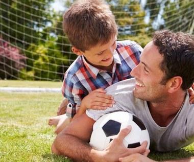 Ojciec i syn: wspólne uczestnictwo w wydarzeniach sportowych