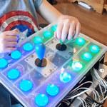 Ojciec stworzył specjalny kontroler dla niepełnosprawnej córki
