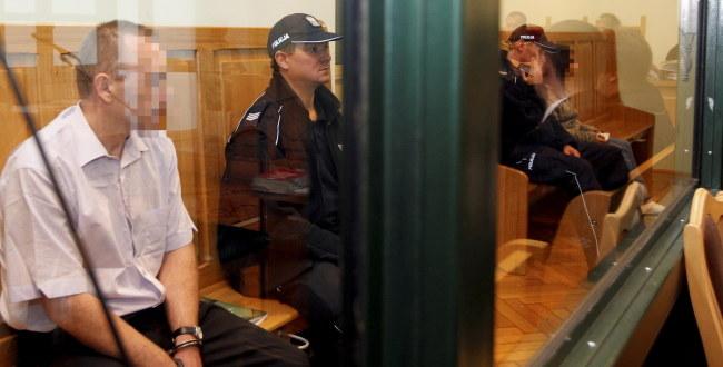 Ojciec Szymona podczas rozpoczęcia procesu /Andrzej Grygiel /PAP