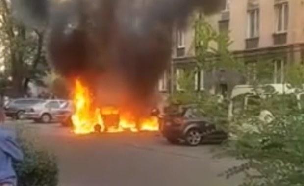 """Ojciec wyciągnął trzylatka z płonącego auta. """"Prawie nikt nie chciał pomóc"""""""