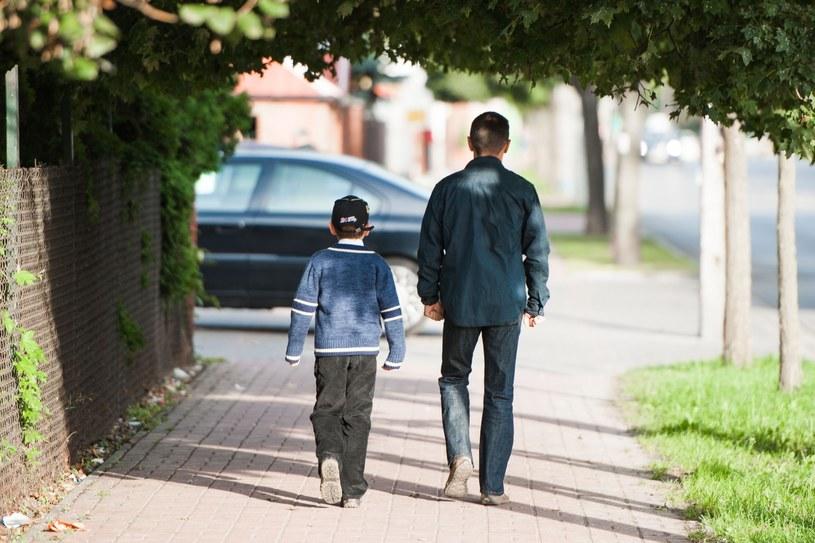 Ojciec z synem; zdj. ilustracyjne /Jakub Wysocki /Reporter