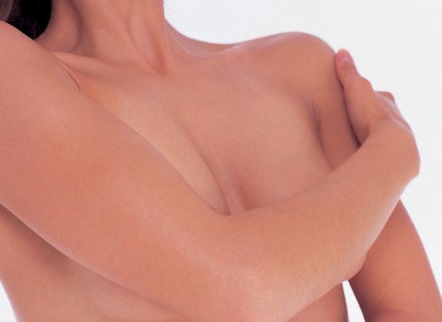Ok. 8 procent kobiet na różnych etapach życia może zachorować na raka piersi /ThetaXstock