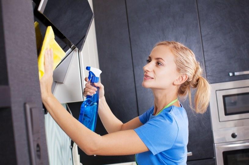 Okap trzeba czyścić regularnie /123RF/PICSEL