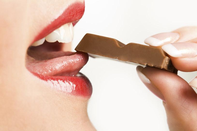 okazjonalne jedzenie słodyczy /© Photogenica