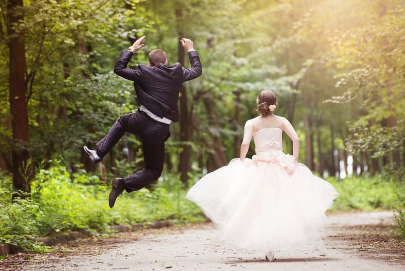 Okazuje się, że małżeństwo to dla mężczyzny prawdziwe źródło korzyści /123RF/PICSEL