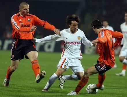 Okazuje się, że Mariusz Lewandowski (z lewej) grał w nielegalnej lidze. /AFP