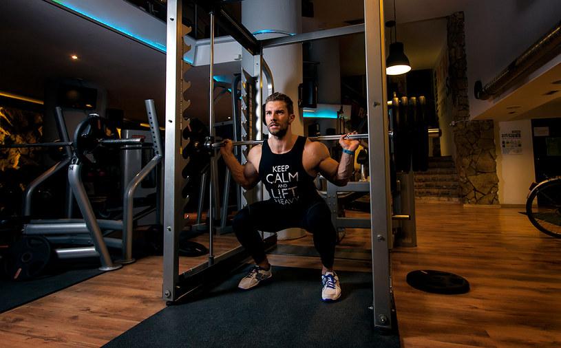 Okazuje się, że mięśnie można zbudować bez podnoszenia ogromnych ciężarów /INTERIA.PL