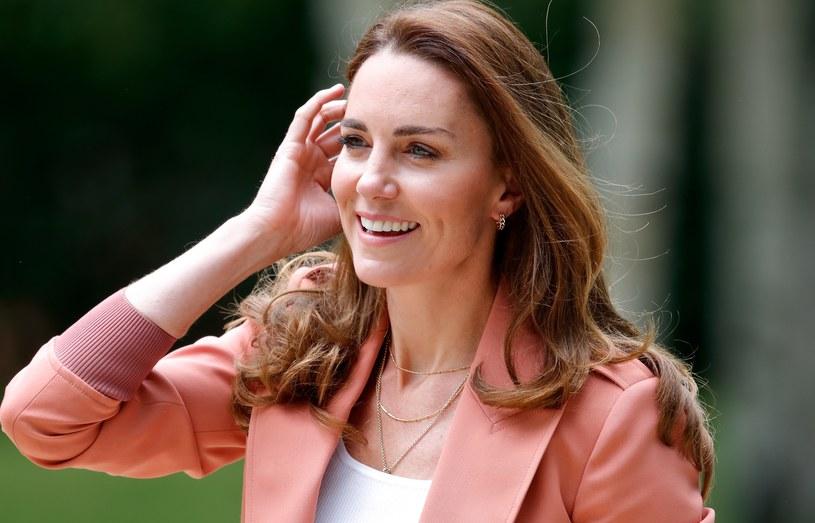 Okazuje się, że pszczelarstwo to nowe hobby księżnej Kate. Pszczołami obdarowała nawet swojego brata /Getty Images