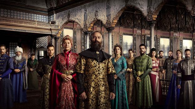Okazuje się, że w ponad 76 milionowa populacja Turków uwielbia oglądać seriale, które popularnością przebijają programy informacyjne. /materiały prasowe