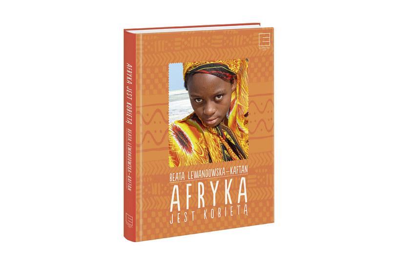 """Okładka ksiązki """"Afryka jest kobietą"""" Beaty Lewandowskiej-Kaftan /materiały prasowe"""