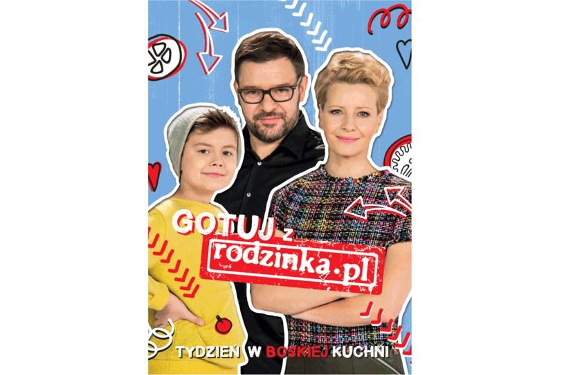 """Okładka książki """"Gotuj z rodzinka.pl. Tydzień w boskiej kuchni"""" /Styl.pl"""