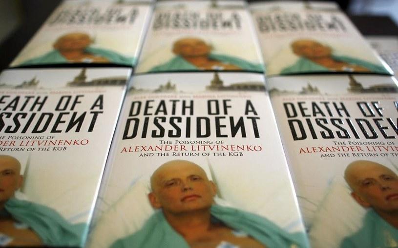 Okładka książki o historii Aleksandra Litwinienki /AFP
