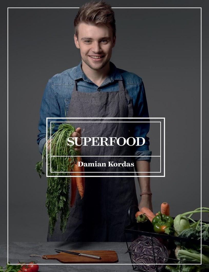 """Okładka książki """"Superfood"""" Damiana Kordasa /materiały prasowe"""