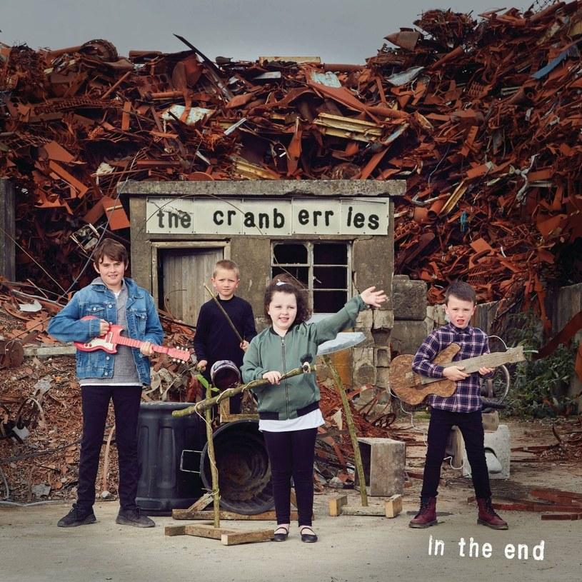"""Okładka pożegnalnej płyty The Cranberries """"In The End"""" /"""