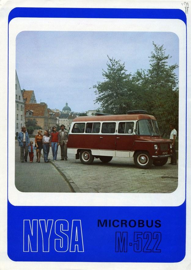 """Okładka prospektu reklamowego samochodu marki """"Nysa"""" model 522. Ta wersja najbardziej chyba zapadła w pamięć Polakom /Archiwum Tomasza Szczerbickiego"""