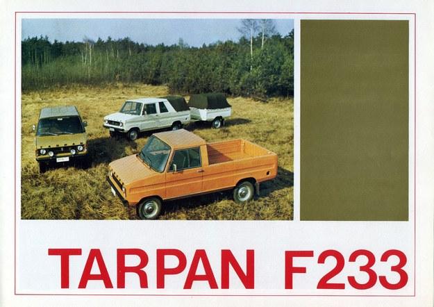 Okładka prospektu reklamowego samochodu tarpan. Widać wersje z 3- i 5-osobowa kabiną /Archiwum Tomasza Szczerbickiego