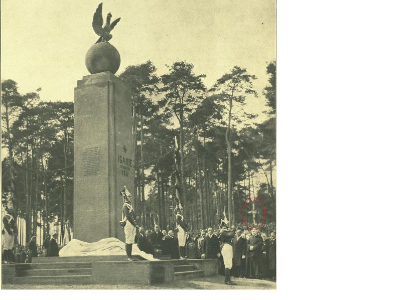 Okładka Tygodnika Ilustrowanego nr 38 z 1931 r. ukazuje położenie nieistniejącego dziś grobu - czerwony obrys - w stosunku do istniejącego pomnika /