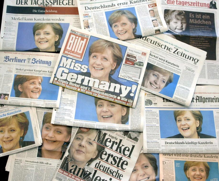 Okładki niemieckich gazet z listopada 2005 roku /STEFFEN KUGLER /PAP/EPA