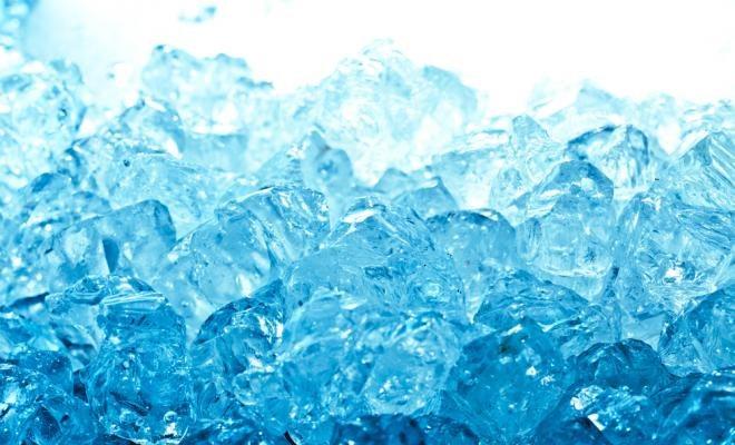 Okłady z lodu i wódki /© Photogenica