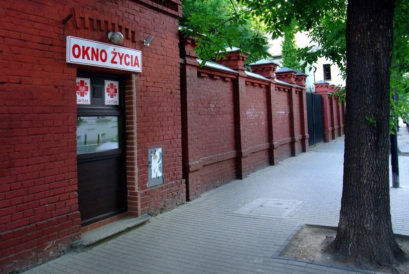 Okno życia przy ul. Hożej w Warszawie /Krzysztof Chojnacki /East News