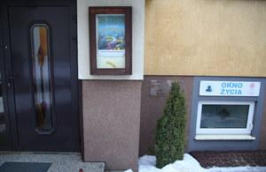 Okno życia, w którym 21-latek zostawił chłopca /Grzegorz Michałowski /PAP