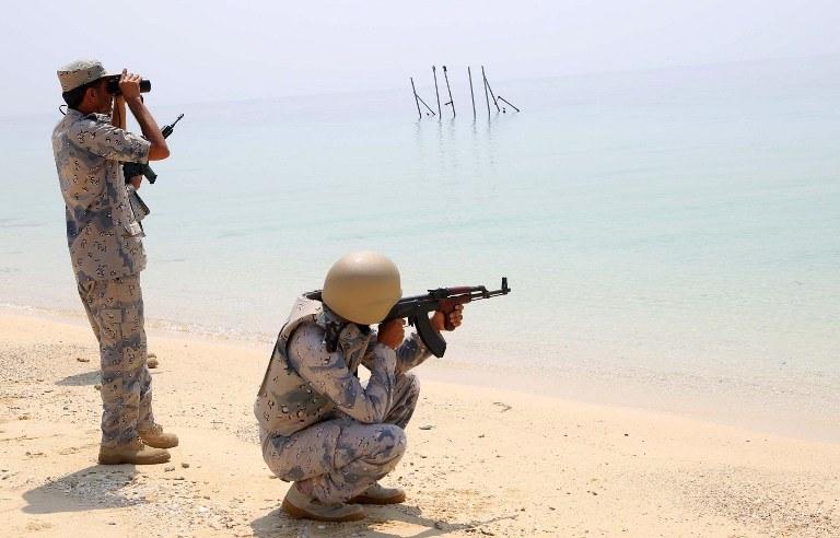 Okolice Adenu są celem ataków sił powietrznych koalicji dowodzonej przez Arabię Saudyjską /AFP