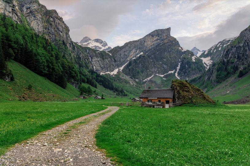 Okolice jeziora Seealpsee w Alpach /Joana Kruse/agefotostock /East News