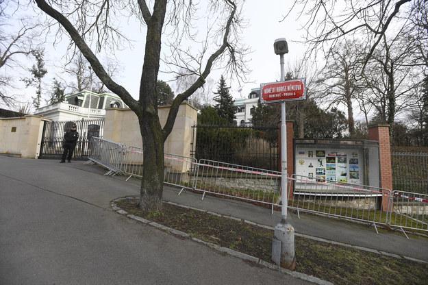 Okolice rosyjskiej ambasady w Pradze /Ondrej Deml /PAP/EPA