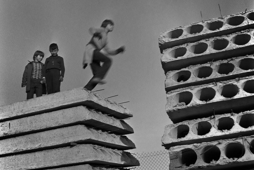 Okoliczne budowy w PRL często pełniły rolę placu zabaw /Marek Szymański /Agencja FORUM