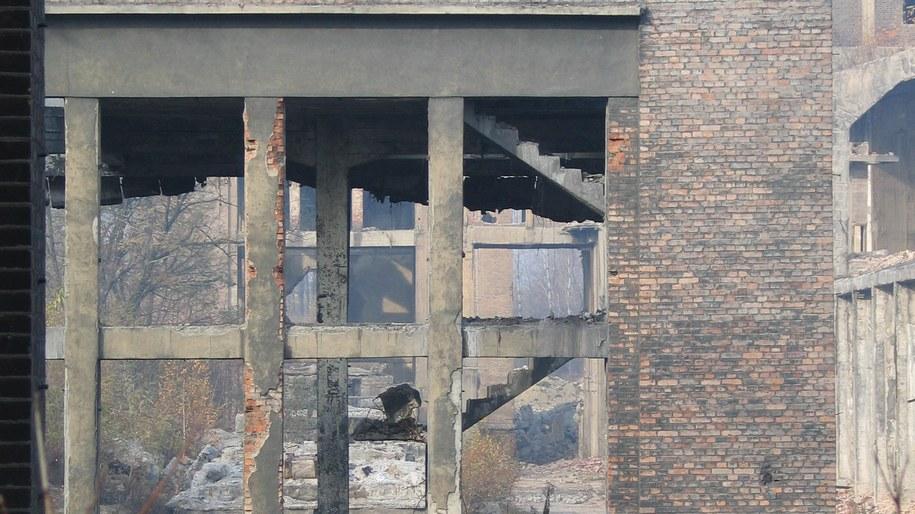 Około 100 robotników zostało w Bangladeszu uwięzionych pod gruzami cementowni. /Łukasz Wysocki /RMF FM