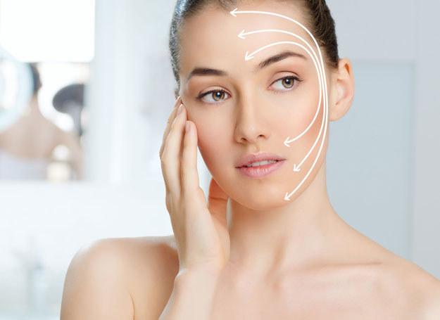 Około 30. roku życia na twarzy zarysowują się zmarszczki mimiczne /123RF/PICSEL
