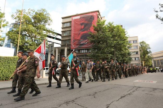 Około 350 osób wyruszyło z krakowskich Oleandrów w 53. Marszu Szlakiem I Kompanii Kadrowej. /Jacek Bednarczyk   /PAP