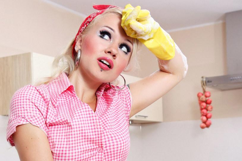 Około 80 % kobiet, które sprzątały przez miesiąc, samoistnie zrzuciły minimum 1 kg /123RF/PICSEL