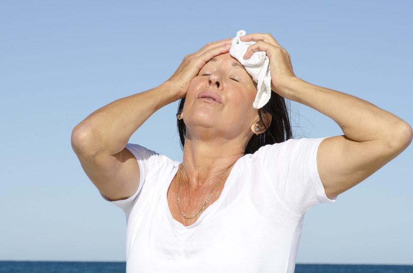 Około 80 proc. kobiet po menopauzie cierpi na uderzenia gorąca. Rozwiązaniem może być dieta /123RF/PICSEL