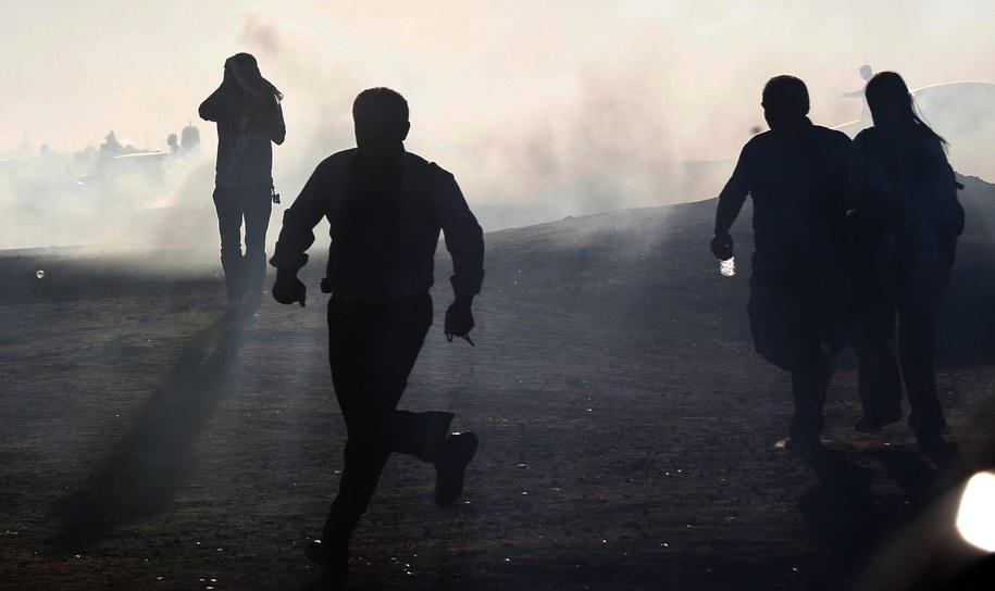 Około trzech tysięcy dżihadystów skoncentrowanych w pobliżu tureckiej granicy przygotowuje się do jej przekroczenia. Zdj. ilustracyjne /SEDAT SUNA /PAP/EPA