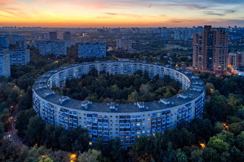 Okrągłe domy w Moskwie okazały się całkowicie niepraktyczne /Getty Images