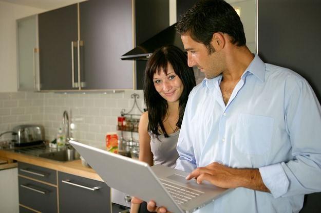 Określenie budżetu pomaga ustrzec przed rozczarowaniami i uniknąć niepotrzebnych wydatków na kuchnię /©123RF/PICSEL