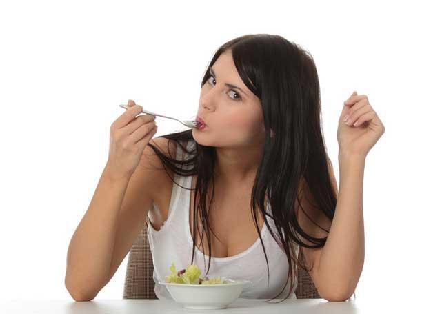 Okresowe stosowanie diet nic nie daje, bo po zakończeniu kuracji powraca się do przyzajeń /© Panthermedia