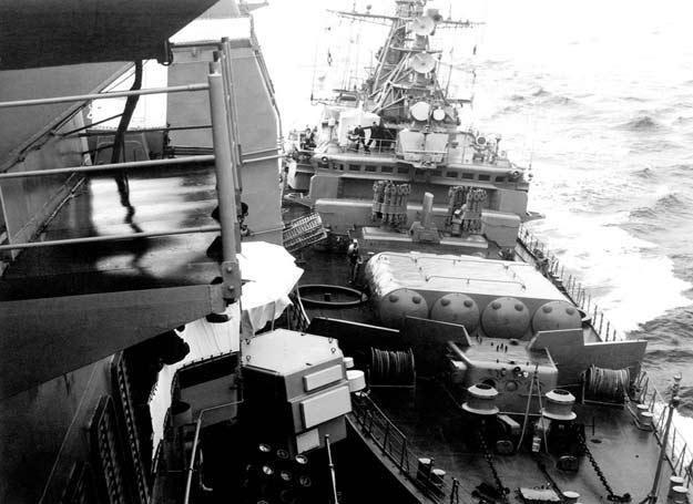 Okręty tuż pod zderzeniu/fot. US NAVY /
