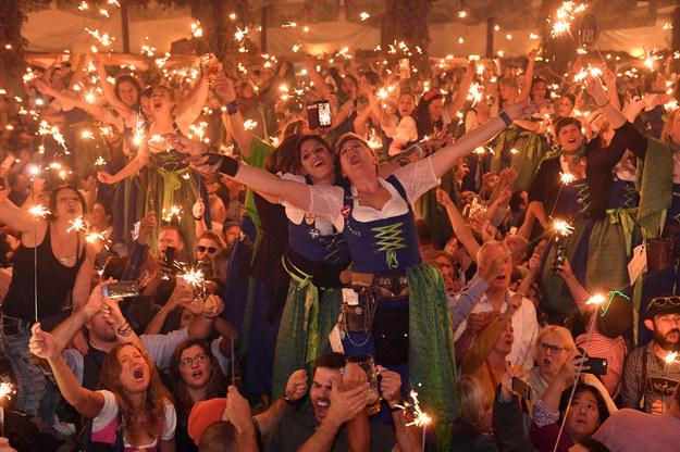 Oktoberfest ma zostać w tym roku przeniesiony z Monachium do Dubaju. Zdjęcie archiwalne /Felix Hörhager /PAP/DPA