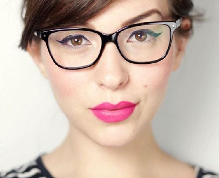 okulary i makijaz /© Photogenica